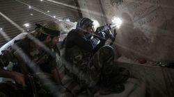 Ρίψη πυρομαχικών σε Άραβες μαχητές που πολεμούν κατά του Ισλαμικού Κράτους στη Συρία από τις