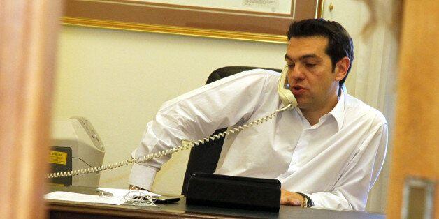 Τηλεφωνική επικοινωνία Τσίπρα - Ομπάμα πριν το τετ α