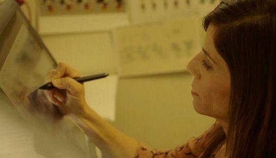 Αλίκη Θεοφιλοπούλου: Η Ελληνίδα που σχεδιάζει, σκηνοθετεί και γράφει σενάρια για την