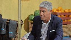 Ο διάσημος Αμερικανός σεφ και παρουσιαστής Anthony Bourdain βρίσκεται στη Νάξο και πίνει