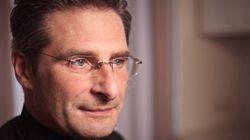 Υψηλόβαθμος καθολικός κληρικός παραδέχεται ότι είναι gay και δηλώνει