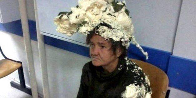 «Θεά» η γιαγιά: Μπέρδεψε τον αφρό μαλλιών με τον αφρό οικοδομικών