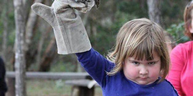 Το «σατανικό» κοριτσάκι και η κουκουβάγια του έχουν ξετρελάνει το