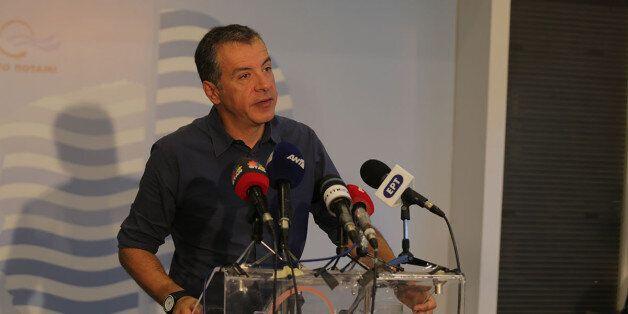 «Όλοι είμαστε προσωρινοί. Το Ποτάμι πρέπει να εκλέξει αρχηγό» λέει ο Σταύρος Θεοδωράκης και ασκεί κριτική...
