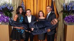 Τρολάρισμα στο Twitter με τη φωτογραφία Τσίπρα - Ομπάμα: Ο Τσίπρας γκαρσόνι και στην παραλία για χαλαρό