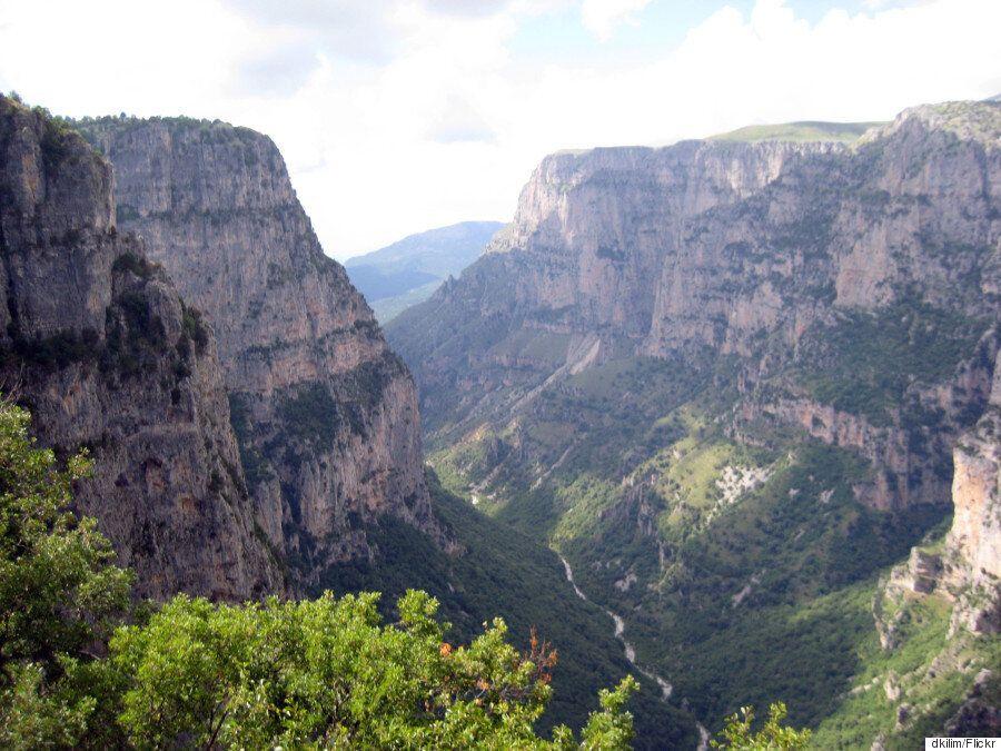 Tα 10 μέρη της Ελλάδας που πρέπει να επισκεφτείτε έστω και μία φορά στη ζωή