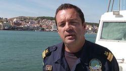 Ο αξιωματικός του Λιμενικού που σώζει μετανάστες παλεύοντας με τα