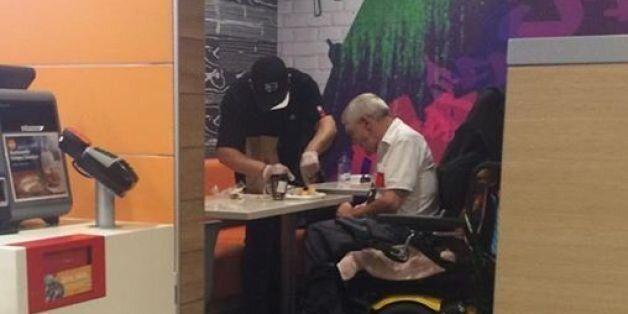 Ταμίας των McDonald's άφησε το πόστο του για να βοηθήσει τετραπληγικό άνδρα να
