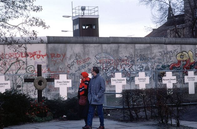 Αφιέρωμα: 25 χρόνια μετά την Γερμανική Επανένωση αυτά που χωρίζουν τους Γερμανούς είναι περισσότερα από...