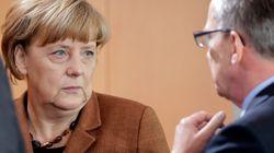 Πτώση στη δημοτικότητα της Μέρκελ λόγω της στάσης της στην προσφυγική