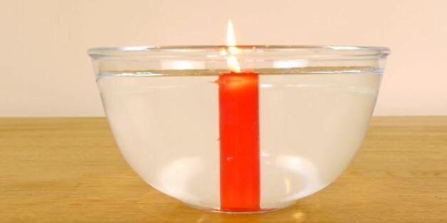 Πως να ανάψετε ένα κερί κάτω από το νερό και άλλα 4 πράγματα που πρέπει να