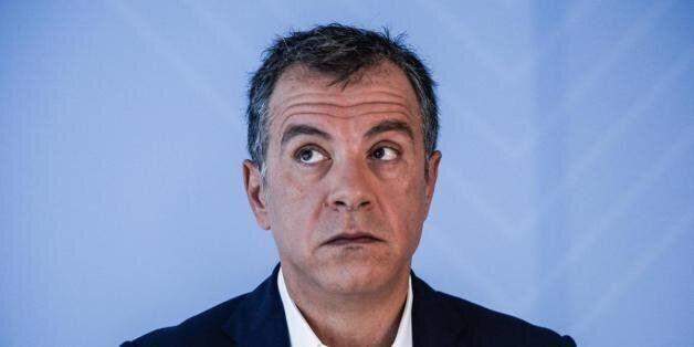 Θεοδωράκης σε Τσίπρα για Φλαμπουράρη: Γνωρίζω και άλλες υποθέσεις υπουργών, μην πετάς