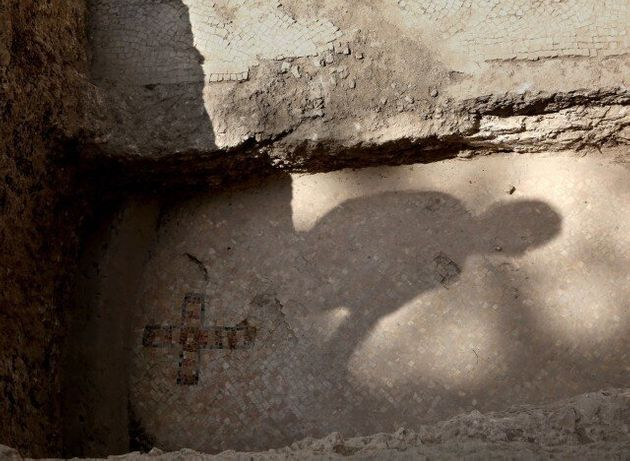 Ένας σταυρός λύνει το μυστήριο του τάφου των
