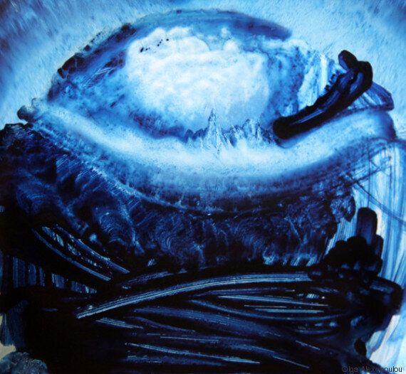 Ο μπλε κόσμος της Όλγας Αλεξοπούλου έρχεται στο Atelier Σπύρου