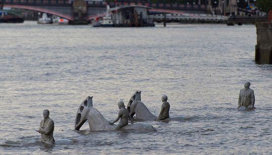 Οι 4 καβαλάρηδες της Αποκάλυψης «αναδύονται» στο Λονδίνο σε ένα άκομη μοναδικό project του Jason de Caires