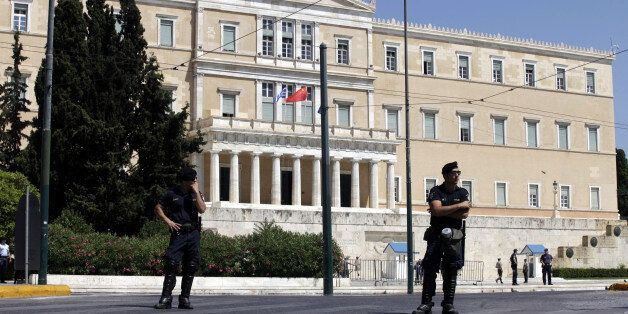 Μαζιώτης: «Ένοπλη κατάληψη Βουλής, υπουργείων, τραπεζών». Τι «βλέπει» η