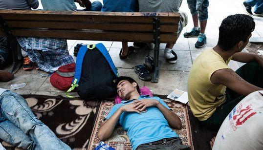 Τι πραγματικά συμβαίνει στην πλατεία Βικτωρίας : Οι πρόσφυγες, τα κυκλώματα και η ταρίφα. Η στάση πριν τη μεγάλη