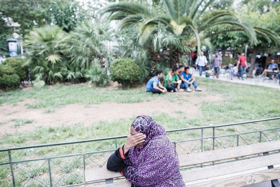 Τι πραγματικά συμβαίνει στην πλατεία Βικτωρίας : Οι πρόσφυγες, τα κυκλώματα και η ταρίφα. Η στάση πριν...