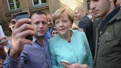 «Θεά» των προσφύγων η Μέρκελ. Δεκάδες οι αιτούντες μιας selfie μαζί