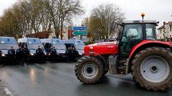 Οι αγρότες απειλούν να αποκλείσουν το Παρίσι με 1.000