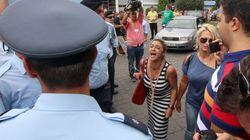 Επίθεση στον Τσίπρα από τις συζύγους των μεταλλωρύχων στις