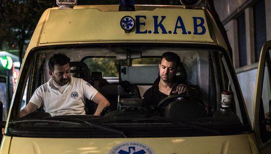 Αυγουστιάτικη βάρδια της HuffPost Greece με πλήρωμα του ΕΚΑΒ. Το ασθενοφόρο δεν αργεί