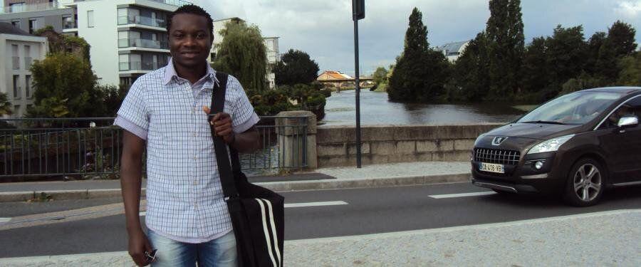 Η ζωή του Ζυλιέν. Η «απόδραση» από την Αφρική, ο φόβος πως θα πεθάνει στους δρόμους της Αθήνας και η
