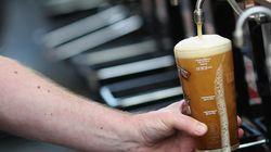 Γιατί η μπίρα στοιχίζει λιγότερο στην Ελλάδα απ' ό,τι στην