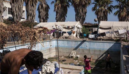 Ένα εγκαταλελειμμένο ξενοδοχείο στην Κω «καταφύγιο» για τους μετανάστες - Για ανεξέλεγκτες καταστάσεις προειδοποιεί ο