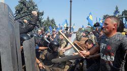 Κίεβο: Σφοδρές συγκρούσεις αστυνομίας – διαδηλωτών. Ένας νεκρός και τουλάχιστον 100