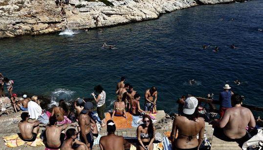 Φωτογραφίες στον ήλιο: Οι βουτιές στην Αθήνα τον