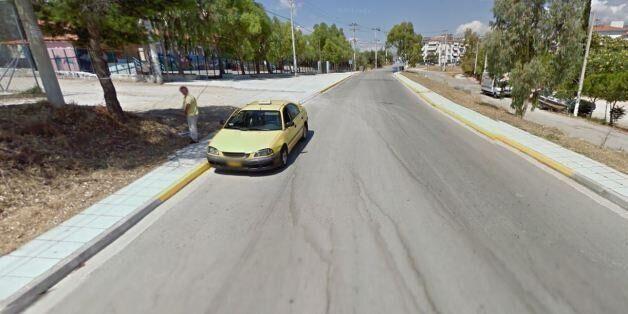 Αθηναίος ταξιτζής...ουρεί στο Google Street