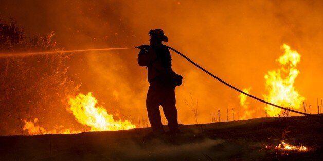 Η απίστευτη μάχη 10.000 πυροσβεστών, με τις φλόγες που «κατασπαράζουν» την Καλιφόρνια των