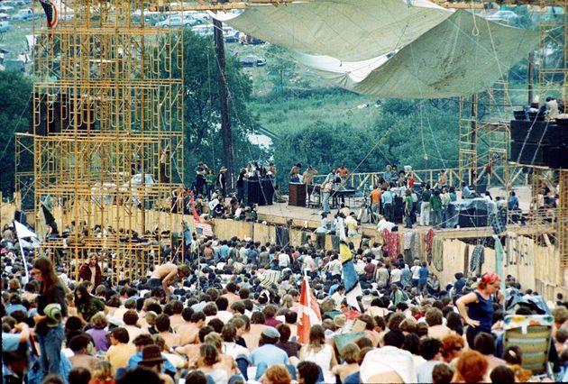 Το κορίτσι της εμβληματικής φωτογραφίας από το θρυλικό φεστιβάλ του Γούντστοκ το '69 αποκαλύπτεται και...