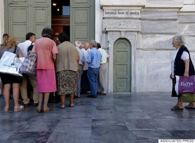 Ομαλή η πρώτη ημέρα λειτουργίας των τραπεζών – Όλα όσα πρέπει να γνωρίζετε για να γλιτώσετε την