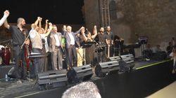 Ελληνoκύπριοι και Τουρκοκύπριοι τραγουδούν μαζί με τους Αναστασιάδη-Ακιντζί σε συναυλία στην κατεχώμενη