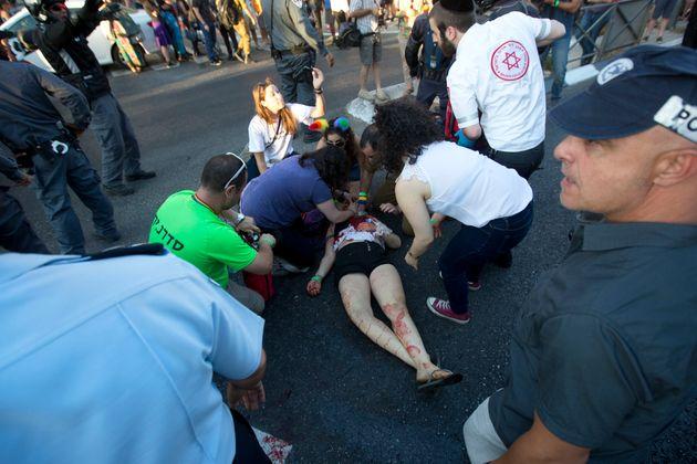 Φανατικός Εβραίος μαχαιρώνει έξι άτομα στο Gay Pride Parade στην Ιερουσαλήμ. Το 2005 είχε τραυματίσει...