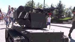 Επίδειξη δύναμης στους δρόμους της Σεβαστούπολης από το ρωσικό στρατιωτικό ρομπότ Platform -