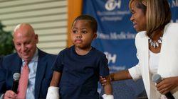 Πραγματοποιήθηκε η πρώτη στον κόσμο μεταμόσχευση και των δύο χεριών σε