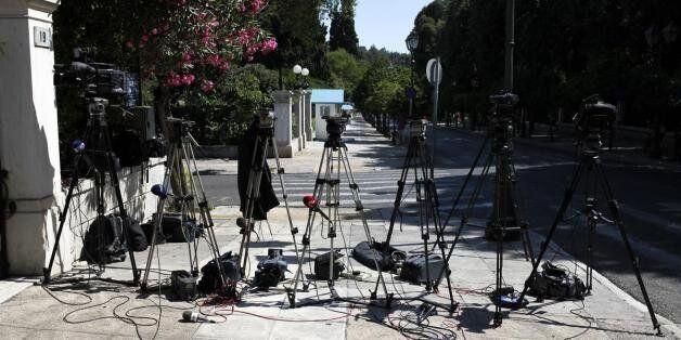 Αυστηρότερα κριτήρια αδειοδότησης και διακοπή «νομιμοφανών» σταθμών προβλέπει το νομοσχέδιο για τις τηλεοπτικές