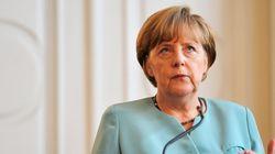Η Μέρκελ εξηγεί σε νεαρή πρόσφυγα τους λόγους που θα