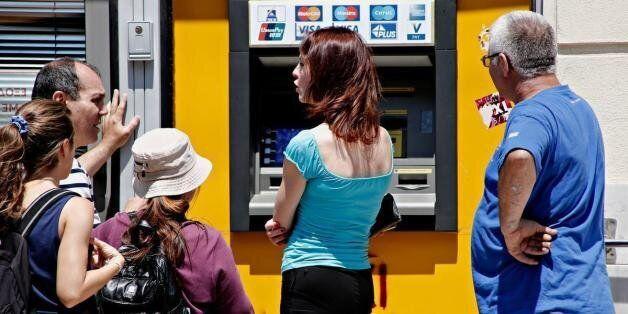 Για άνοιγμα τραπεζών τη Δευτέρα κάνουν λόγο τραπεζικά
