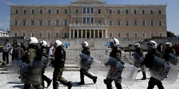 Συναγερμός στην ΕΛ.ΑΣ. λόγω της ψήφισης της συμφωνίας - Δεκάδες διμοιρίες των ΜΑΤ έξω από την