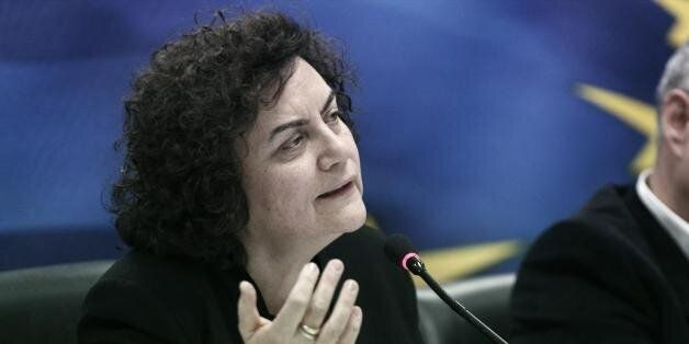 Η Νάντια Βαλαβάνη ξεκαθαρίζει πως δεν είναι η υπουργός που απέσυρε χρήματα πριν τα capital