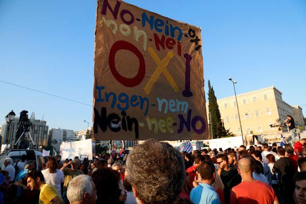 Χιλιάδες κόσμου σε Σύνταγμα και Καλλιμάρμαρο για το «όχι» και το «ναι» στο