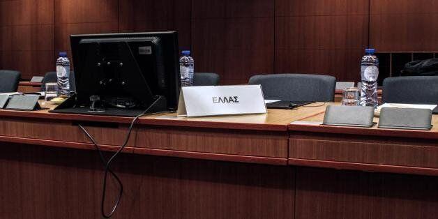 Η απάντηση της κυβέρνησης στην απόφαση του Eurogroup: Τα τελεσίγραφα όταν κατατίθενται ενίοτε
