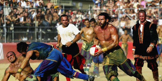 FLORENCE - JUNE 24: A Verdi player finds a gap in the Azzurri team's defence during the Calcio Storico,...