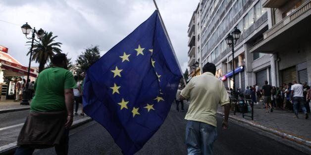 Έξι στους δέκα Γάλλους υπέρ της παραμονής της Ελλάδας στο