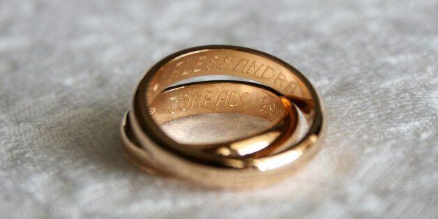 Παίκτης πολυγαμικού ριάλιτι ζητά από το αμερικανικό κράτος να αναγνωρίσει τον γάμο με την δεύτερη σύντροφό