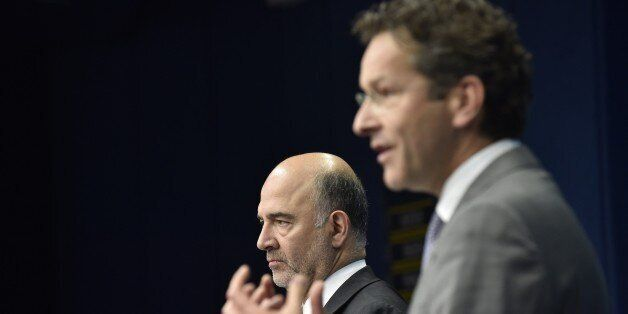 Dutch Finance Minister and president of Eurogroup Jeroen Dijsselbloem (R) gives a joint press with Financial...